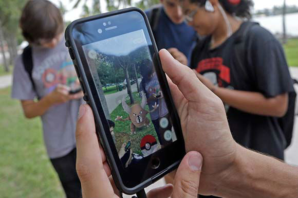 Покемон в телефоне в Pokemon Go